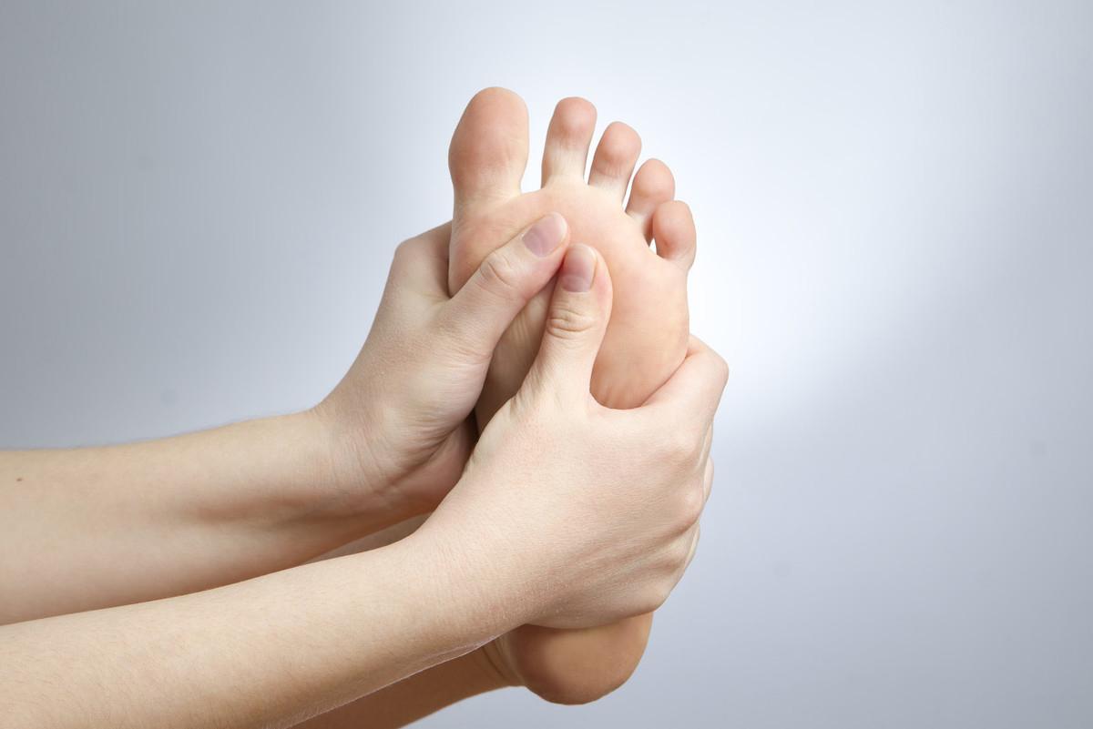丽泽堂:女人手脚冰冷应该怎么改善呢?